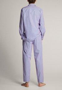 Massimo Dutti - MARINEBLAUER BAUMWOLLPYJAMA MIT STREIFEN 00402185 - Pyjamas - blue - 2