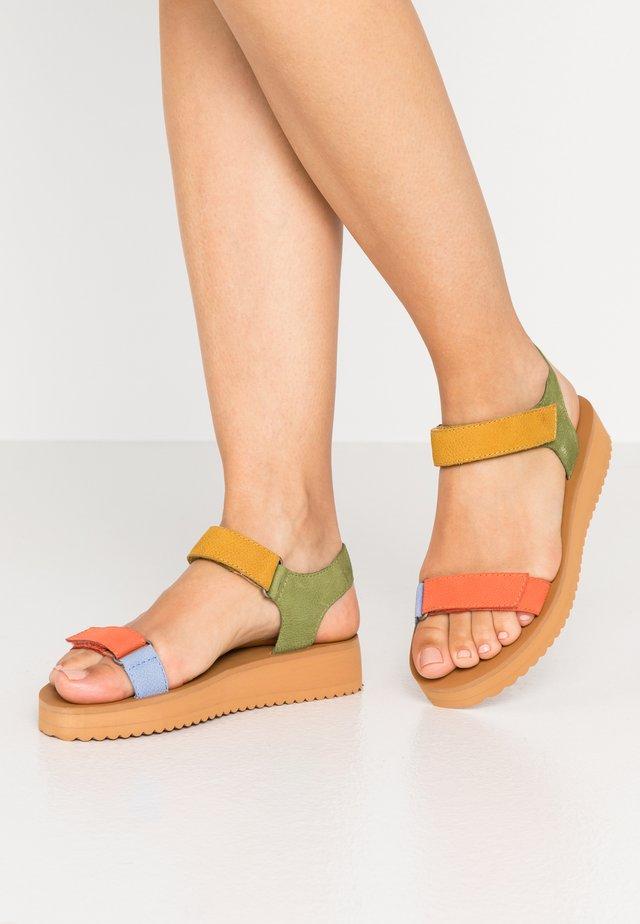MILO - Sandalen met plateauzool - tart plum
