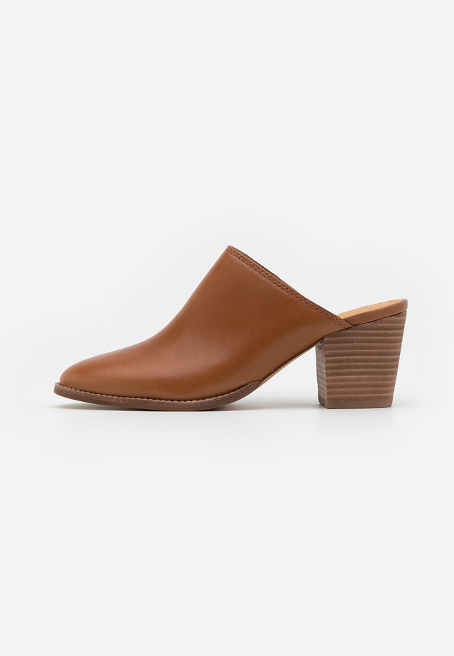 HARPER MULE  - Heeled mules - english saddle