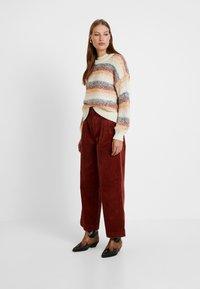 Madewell - PLEATED WIDE LEG FULL LENGTH - Bukse - burnished mahogany - 1