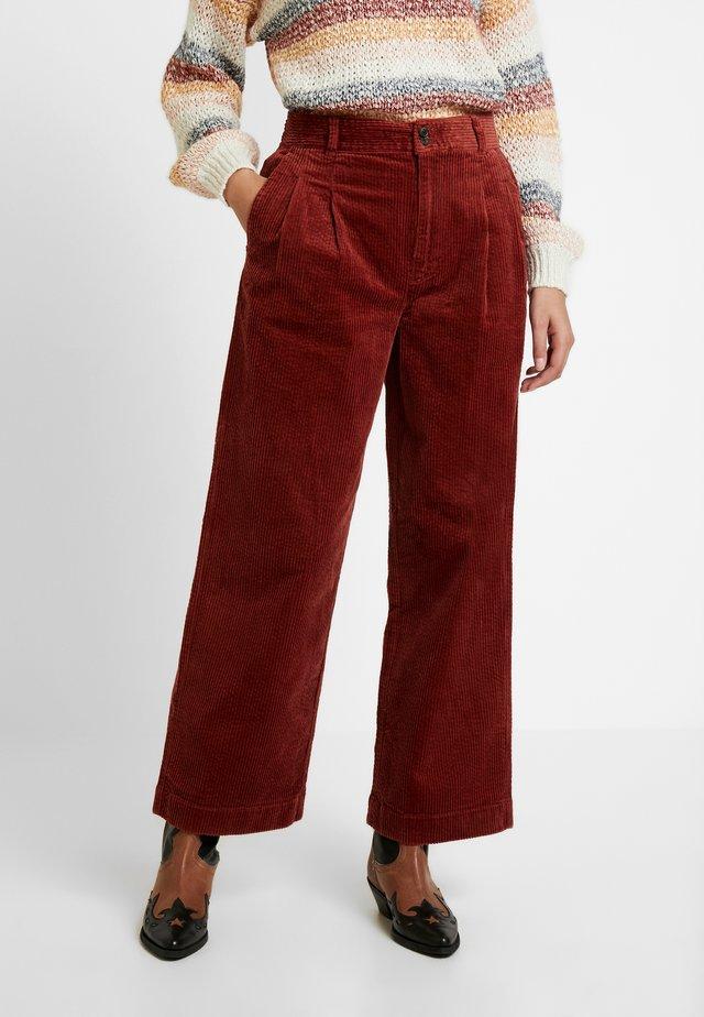 PLEATED WIDE LEG FULL LENGTH - Kalhoty - burnished mahogany
