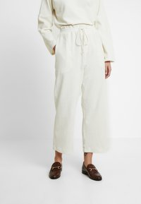 Madewell - LIMA PANT - Pantalon de survêtement - antique cream - 0