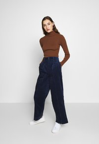 Madewell - PLEATED WIDE LEG - Spodnie materiałowe - dark nightfall - 1