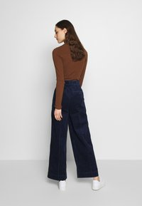 Madewell - PLEATED WIDE LEG - Spodnie materiałowe - dark nightfall - 2