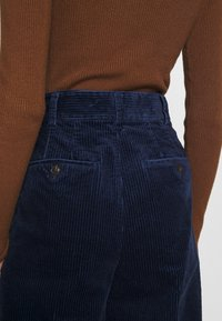 Madewell - PLEATED WIDE LEG - Spodnie materiałowe - dark nightfall - 5