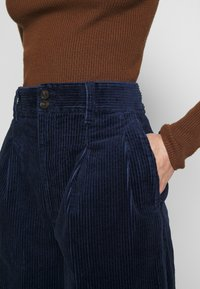 Madewell - PLEATED WIDE LEG - Spodnie materiałowe - dark nightfall - 3