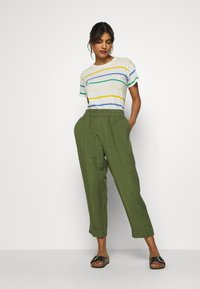 Madewell - HUSTON IN SOLID - Trousers - palm tree - 1