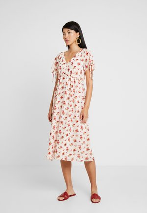 RAGLAN SLEEVE DRESS WITH RUFFLE - Maxi dress - lucid pink