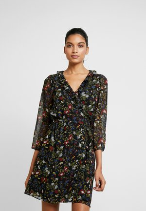 RUFFLE WRAP DRESS IN BIRD FLORAL - Denní šaty - true black