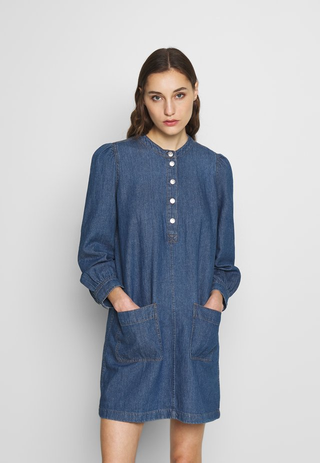 CREW NECK SHIRTDRESS - Denim dress - midwash indigo