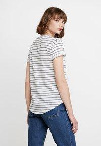 Madewell - WHISPER CREWNECK TEE IN STRIPE - Print T-shirt - nightfall/sand dune - 2