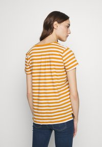 Madewell - WHISPER VNECK POCKET TEE STRIPE - Print T-shirt - burnished caramel hojicha - 2