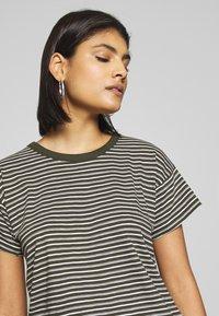 Madewell - SORREL WHISPER CREWNECK TEE STRIPE - Print T-shirt - sydney stripe dried olive - 4