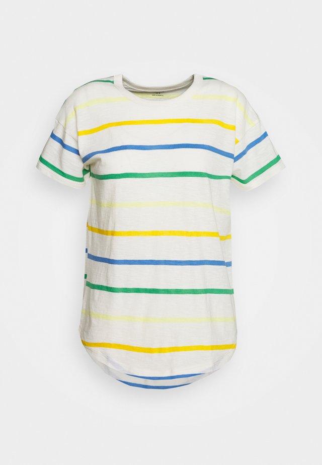 WHISPER CREWNECK TEE IN STORM STRIPE - T-shirt z nadrukiem - hermitage blue