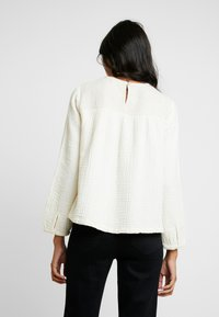 Madewell - SMOCKED TEXTURED FABRIC - Blouse - antique cream - 2