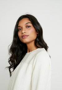 Madewell - SMOCKED TEXTURED FABRIC - Blouse - antique cream - 3