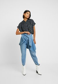 Madewell - CENTRAL DRAPEY FLORAL - Button-down blouse - true black - 1