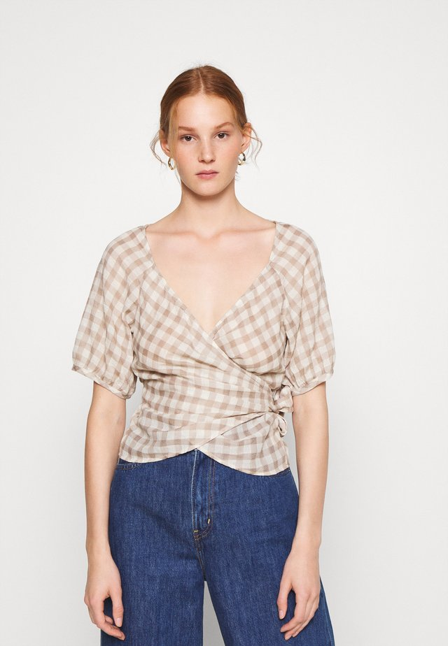 LUCY WRAP IN GINGHAM - Blouse - brown/white