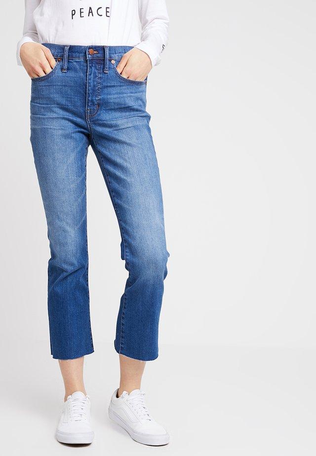 CALI GUSSET - Flared Jeans - blue deim