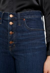 Madewell - BUTTON FRONT WIDE LEG CROP - Flared Jeans - hayes wash - 3