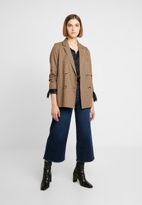 Madewell - BUTTON FRONT WIDE LEG CROP - Flared Jeans - hayes wash - 1