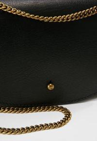 Madewell - CHAIN XBODY - Taška spříčným popruhem - true black - 6