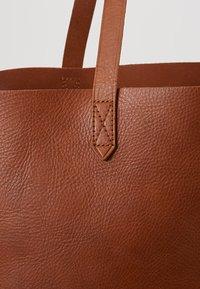 Madewell - TRANSPORT TOTE - Tote bag - english saddle - 6