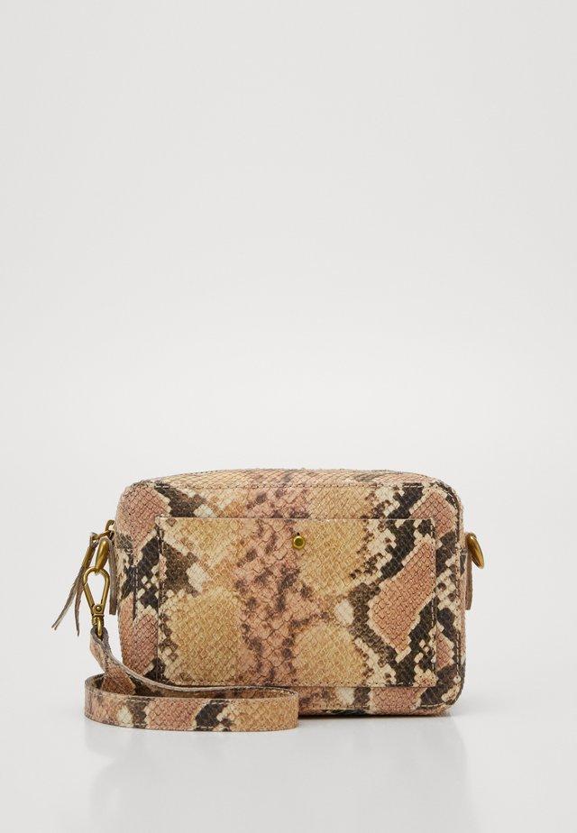 TRANSPORT CAMERA BAG - Across body bag - blush