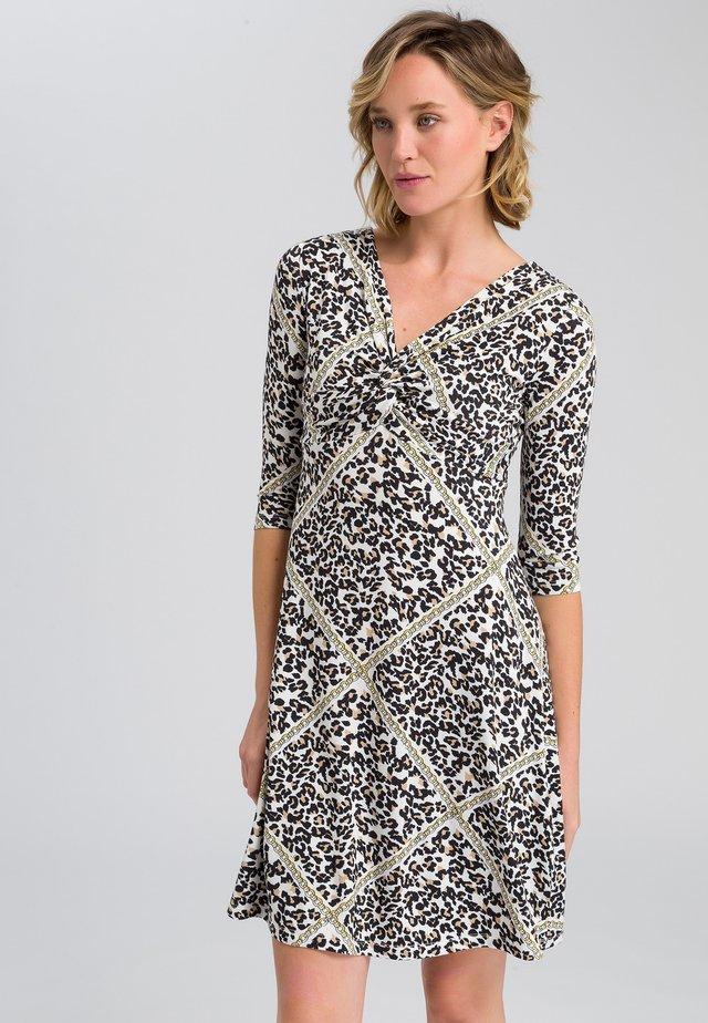 MIT LEOPARDEN-DRUCK SAMT KETTE - Jersey dress - sand