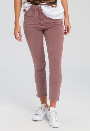 MIT GEFRANSTEM SAUM - Jeans Skinny Fit - nude