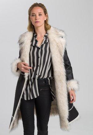 Winter coat - black varied