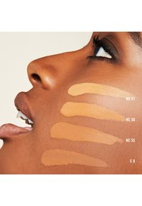 MAC - STUDIO FIX FLUID SPF15 FOUNDATION - Fond de teint - c 8 - 1