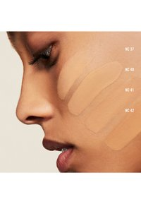 MAC - STUDIO FIX FLUID SPF15 FOUNDATION - Foundation - nc 42 - 1