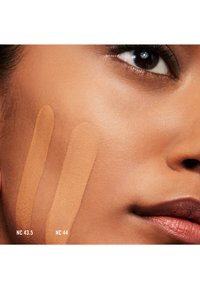 MAC - STUDIO FIX FLUID SPF15 FOUNDATION - Foundation - nc 44 - 1