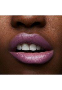 MAC - LOVE ME LIPSTICK - Lippenstift - pure nonchalance - 4