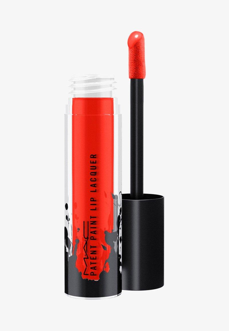 MAC - PATENT PAINT LIP LAQUER - Lipgloss - red enamel
