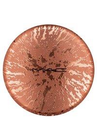 MAC - BRONZING COLLECTION NEXT TO NOTHING BRONZING POWDER - Bronzer - beige-ing beauty - 2