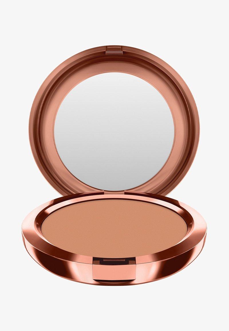 MAC - BRONZING COLLECTION NEXT TO NOTHING BRONZING POWDER - Bronzer - beige-ing beauty