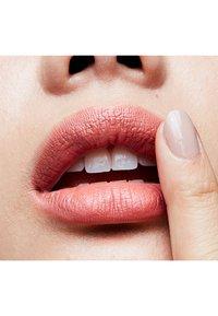 MAC - MINI LIPSTICK / LITTLE M∙A∙C - Lippenstift - mocha - 1
