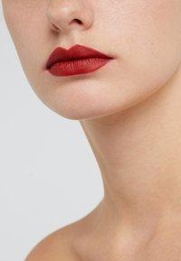MAC - MINI LIPSTICK / LITTLE M∙A∙C - Lippenstift - russian red - 1
