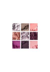 MAC - M·A·C GIRLS EYESHADOW PALETTE - Eyeshadow palette - raver girl - 3