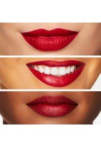 MAC - RETRO MATTE LIPSTICK - Lippenstift - ruby woo - 3