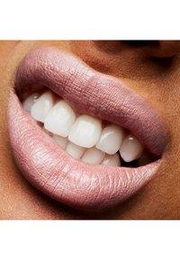 MAC - FROST LIPSTICK - Lipstick - pink power - 3