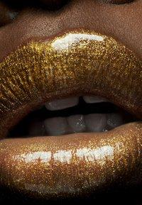 MAC - ELECTRIC WONDER LIPGLASS - Lip gloss - nature freak - 4