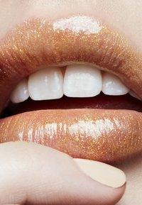 MAC - ELECTRIC WONDER LIPGLASS - Lip gloss - nature freak - 2