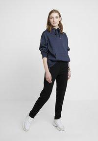 Masai - PERRY LEGGINGS - Pantalones deportivos - black - 2