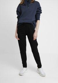 Masai - PERRY LEGGINGS - Pantalones deportivos - black - 0