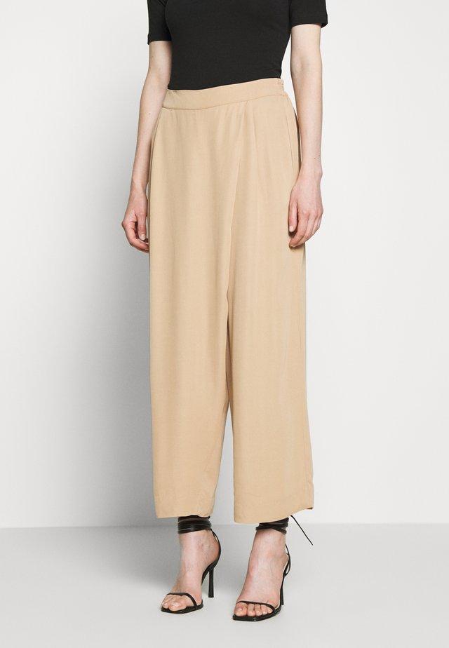 POELLA - Pantalon classique - beige