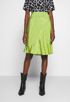 SALLYN - Áčková sukně - peridot