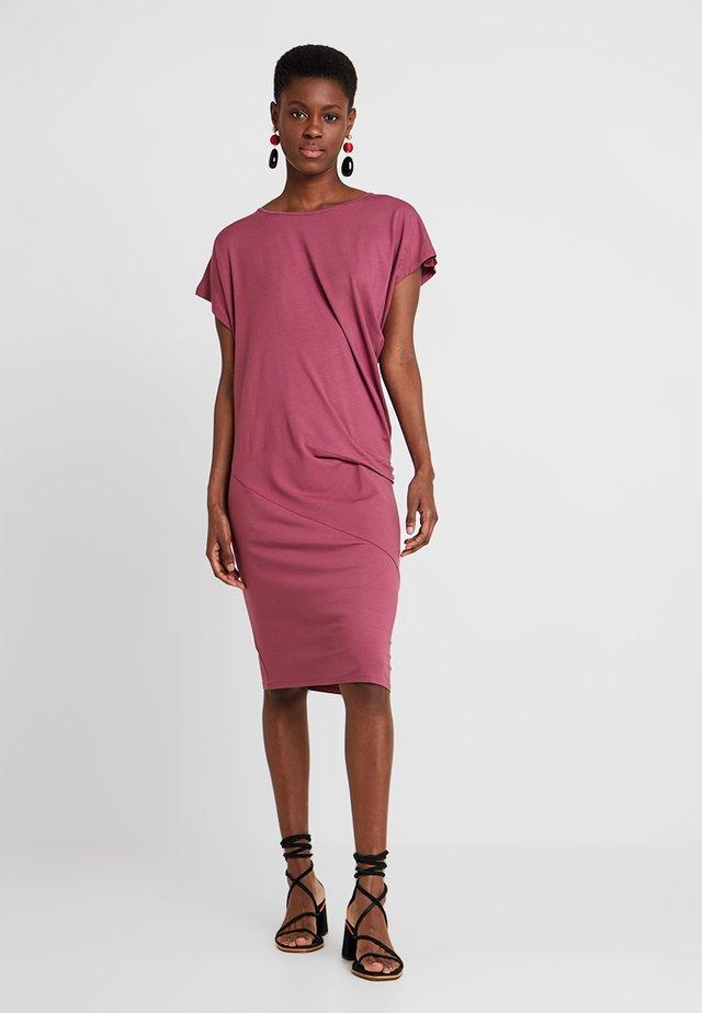 OCEAN DRESS - Žerzejové šaty - boysenberry